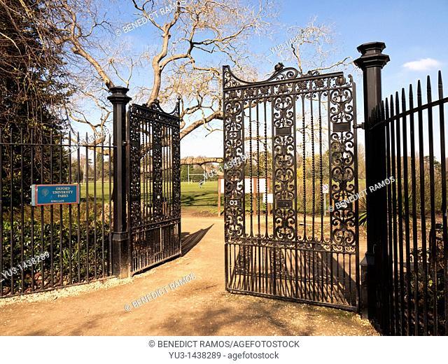 Keble gate entrance to the Oxford University Parks, Oxford, UK