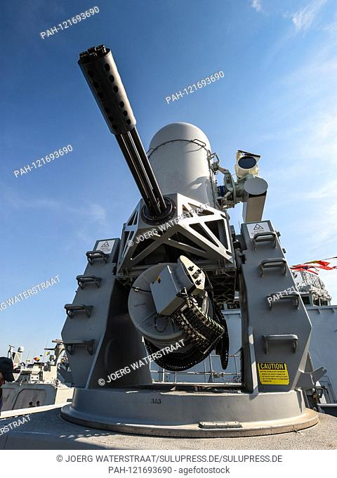 "22.06.2019, HMS """"Albion"""", the front 20 mm Mk 15 """"Phalanx"""" Protection of Raytheon is a close-range defense system, abbreviated CIWS (Close in Weapon System)"