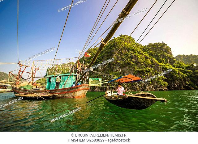 Vietnam, Gulf of Tonkin, Quang Ninh province, Ha Long Bay (Vinh Ha Long) listed as World Heritage by UNESCO (1994), fishing boat with large lamps for the night...
