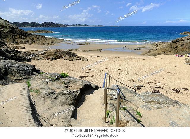 """Cove """"""""Roche pelée"""""""" on the cornice """"""""La Goule aux Fées"""""""", in Dinard (Ille et Vilaine, Bretagne, France)"""
