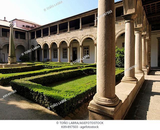 Claustro, Convento de Santa Clara. Guimaraes. Portugal