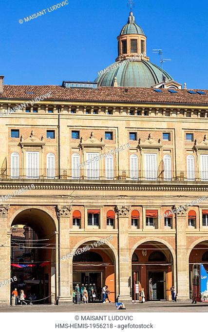 Italy, Emilia Romagna, Bologna, Piazza Maggiore, Palazzo dei Banchi (XV XVI century) with the entrance to the Via Pescherie Vecchie and bottom of the tower...