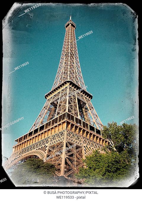 Vintage Paris Postcard: Tour Eiffel