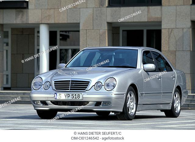 Car, Mercedes E class, Limousine, upper middle-sized , model year 1999-2001, silver, standing, upholding, diagonal from the front, frontal view, City