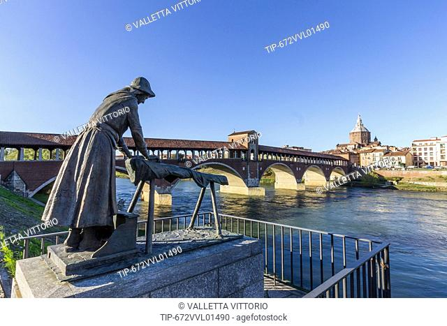 Italy, Lombardy, Pavia, Covered Bridge and the Monumento alla Lavandaia