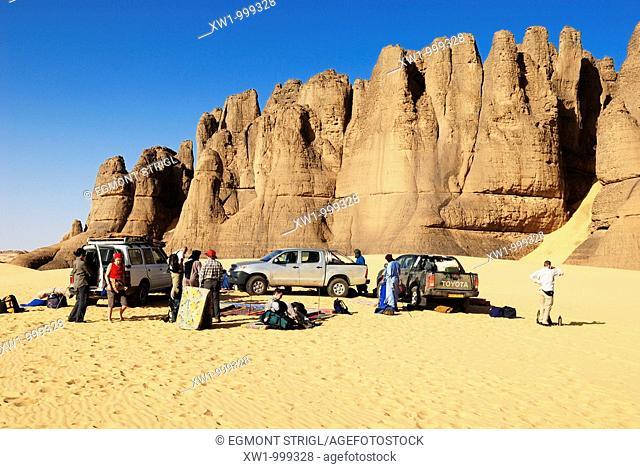 tourist group camping in the desert rock formation at Tin Akachaker, Tassili du Hoggar, Wilaya Tamanrasset, Algeria, Sahara, Africa