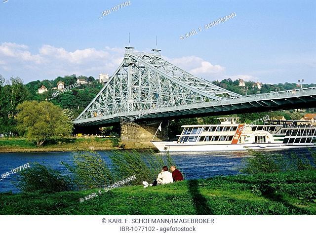 Blue Wonder, historical Elbe river bridge between Loschwitz and Blasewitz, steamboat, Dresden, Saxony, Germany, Europe