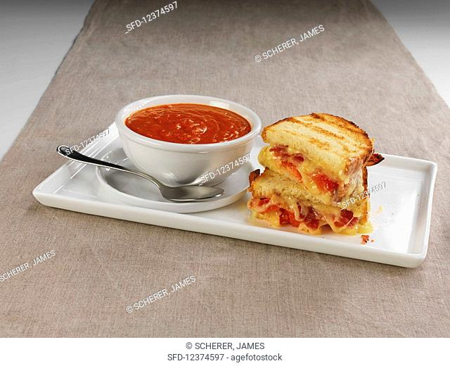 Grilled-Chs-Tom-Soup-1477