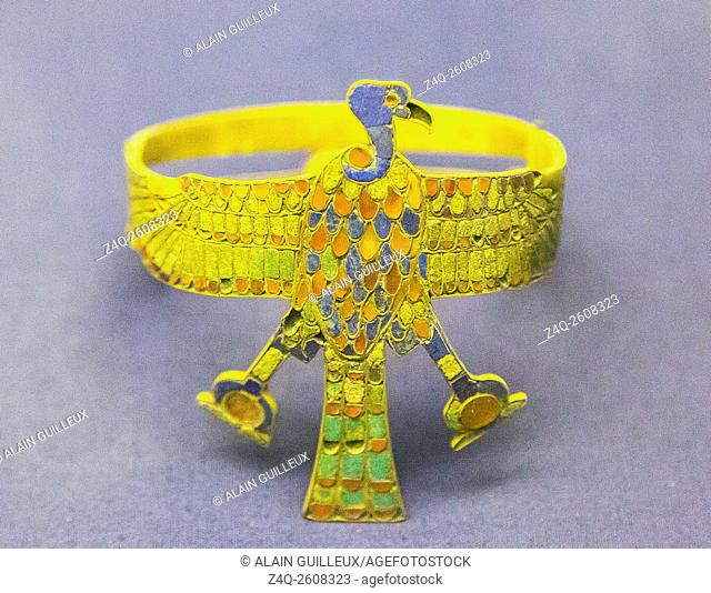 Egypt, Cairo, Egyptian Museum, armlet in the shape of a vulture, found in the tomb of the queen Ahhotep, the mother of Ahmosis, Dra Abu el Naga, Luxor