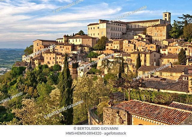 Italy, Umbria, Todi, Slow City, to the west side, the cathedral