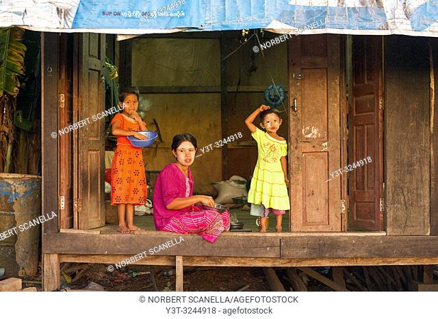 Myanmar (formerly Burma). Kayin State (Karen State). Hpa An. Peasant village. Mother and children at a wooden house