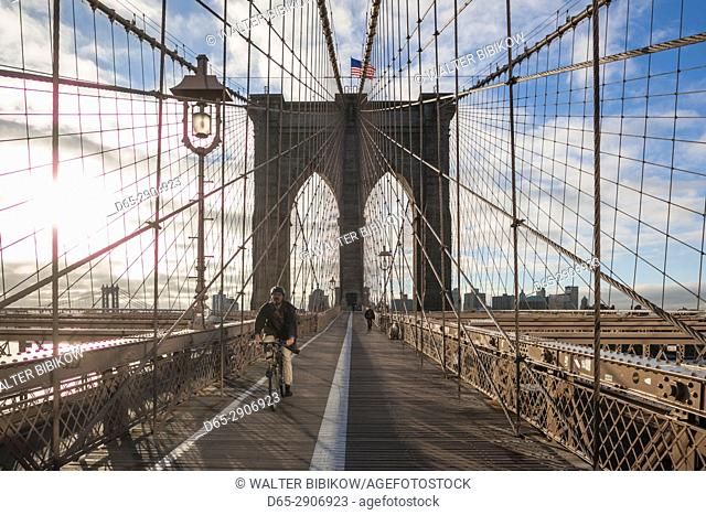 USA, New York, New York City, Brooklyn-Dumbo, Brooklyn Bridge, morning