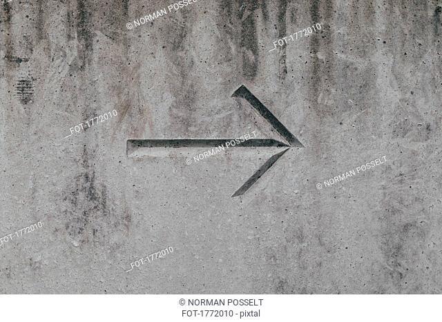 Arrow on concrete wall