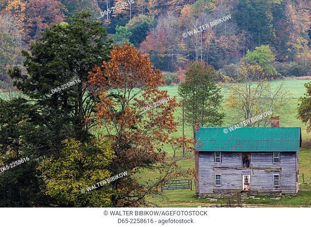 USA, North Carolina, Valle Crucis, old farmhouse, autumn