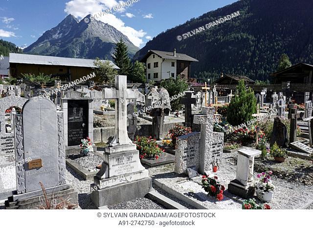 Switzerland, Valais, Val d'Herens, village of Evolene in summer, the graveyard