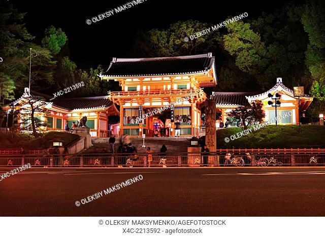 Main gate of the Yasaka shrine at night in Gion, Kyoto, Japan 2014
