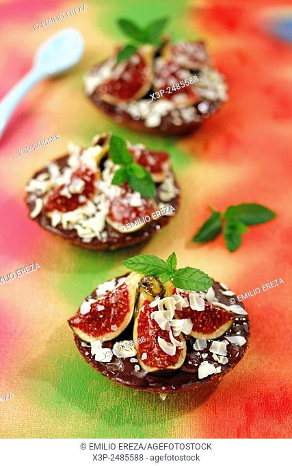 Tartlets with figs and chocolate
