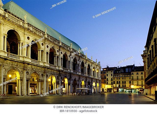Basilica designed by Andrea Palladio, Unesco World Heritage Site, Piazza dei Signori, Vicenza, Friuli–Venezia Giulia, Italy, Europe