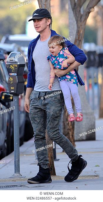 Hayden Christensen takes his daughter Briar Rose to Five Guys after visiting the park and meeting with his ex wife Rachel Bilson Featuring: Hayden Christensen