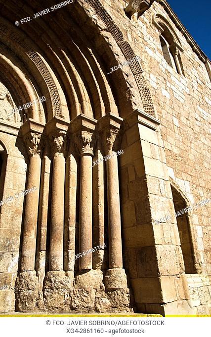 Portada de la iglesia románica de San Miguel - Daroca - Zaragoza - Aragón - España - Europa