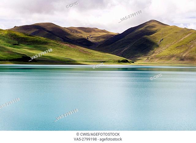 The beautiful landscape of Yamdrok Lake, the holy lake in Tibet