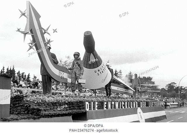 A theme car with a spaceship driving past a VIP stand during a parade on occasion of the American Independence Day on 4th July 1964 in Berlin