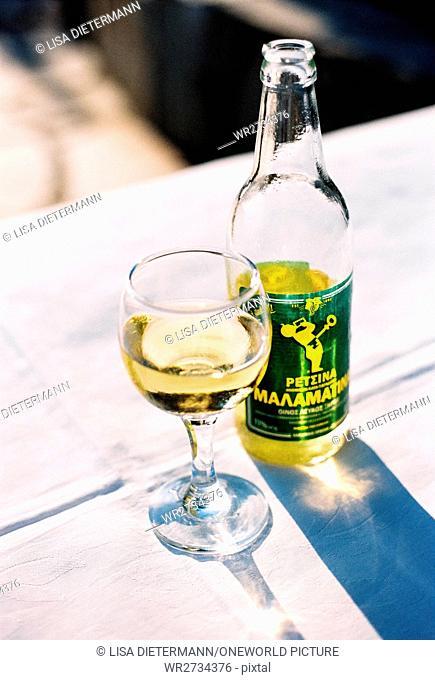 Greece, Makedonia Thraki, Neos Marmaras, bottle of Retsina next to a wine glass, Retsina, Malamatina