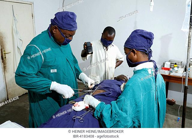 During surgery, hospital and health center, Matamba-Solo, Kawongo district, Bandundu Province, Congo-Brazzaville