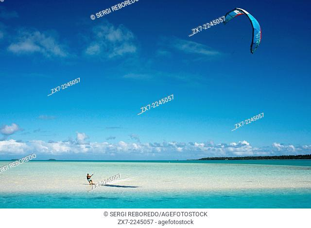 Aitutaki. Cook Island. Polynesia. South Pacific Ocean. Some kite surfing on the beach in Aitutaki Lagoon Resort & Spa Hotel