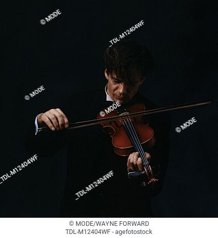 A male violinist