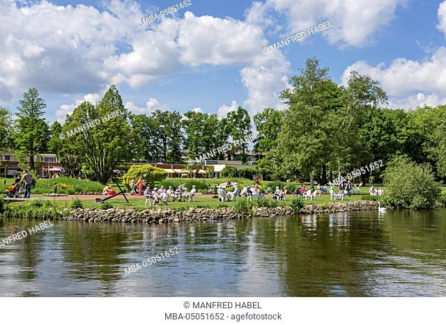 Lakeside promenade, health resort park, Green area, visitor, Spa guests, Bad Zwischenahn, Ammerland, Lower Saxony, Germany