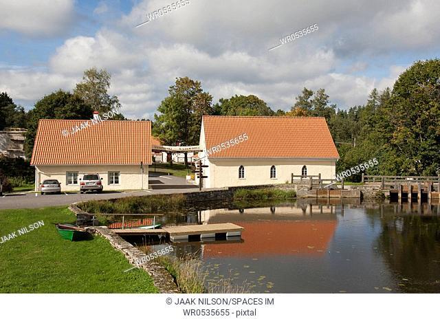 Vihula Manor Pond