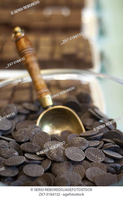Chocolates at Frederic Blondeel chocolatier shop, Brussels, Belgium. Si hay un producto conocido de Bélgica ese es su chocolate