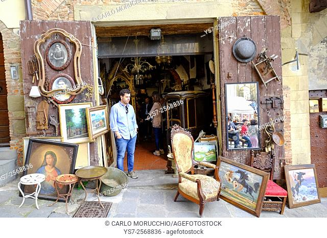 Monthly Antique Market at Piazza Grande, Arezzo, Tuscany, Italy, Europe