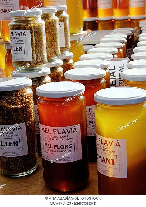 Honey for sale. Fira Avícola Raça Prat, El Prat de Llobregat, Barcelona province, Catalonia, Spain