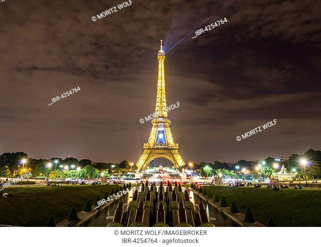 Illuminated Eiffel Tower at night, Trocadero, tour Eiffel, Paris, Ile-de-France, France