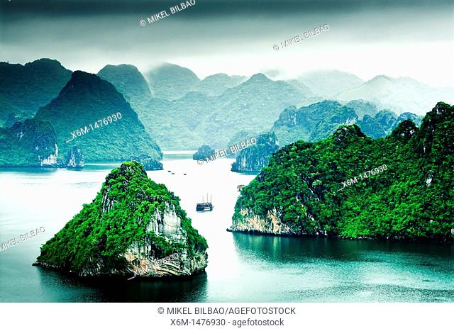 Ha Long Bay  Qung Ninh province, Vietnam