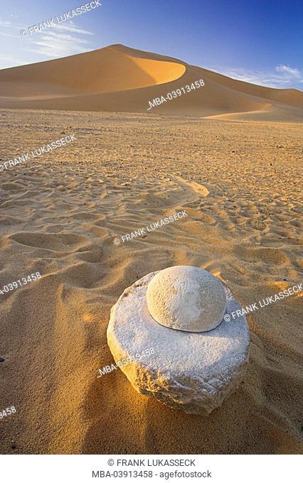 Africa, Libya, Akakus, desert, rubbing-bowl