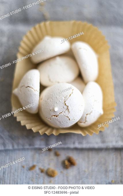 Meringue biscuits in a paper case