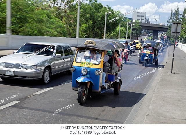 Tuk tuk and traffic on busy highway near Saphan Phra Phuttha Yot Fa Memorial Bridge, Bangkok, Thailand