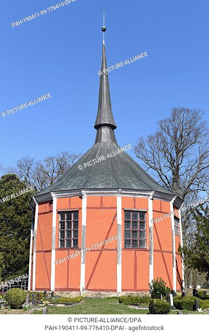 02 April 2019, Mecklenburg-Western Pomerania, Griebenow: Restoration backwater at the chateau chapel in Griebenow. The 15-cornered building