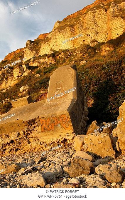BLOCKHOUSE FALLEN ONTO THE BEACH UNDER THE LIMESTONE CLIFFS OF SAINTE ADRESSE, LE HAVRE, SEINE-MARITIME 76, NORMANDY, FRANCE