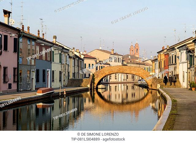 Italy, Emilia Romagna, Comacchio, canal in town centre
