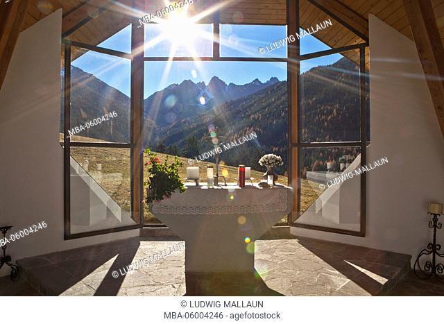 Austria, Tyrol, Axamer Lizum, chapel at the Adelshof view to Kalkkögel