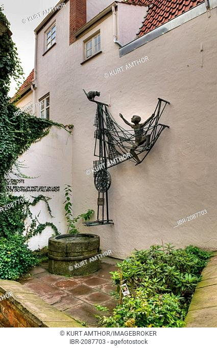Sculpture by Ottjen Alldag to commemorate the writer Georg Droste, Schnoorviertel, Schnoor Quarter, Bremen, Germany, Europe