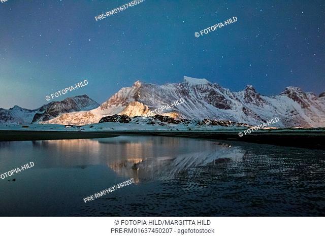Starry night over Flagstadøya, Lofoten, Nordland, Norway, March 2017, looking north / Sternenhimmel über Flagstadøya, Lofoten, Nordland, Norwegen, März 2017