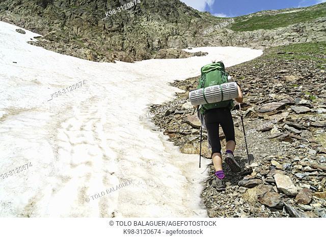 senda al Puerto de La Pez, Valle de Gistau, parque natural Posets-Maladeta, Huesca, cordillera de los Pirineos, Spain