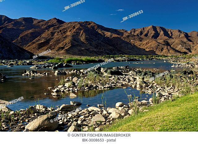 Valley of the Orange River or Gariep River, view across the Orange River towards Namibia, Richtersveld Transfrontier National Park, Northern Cape, South Africa