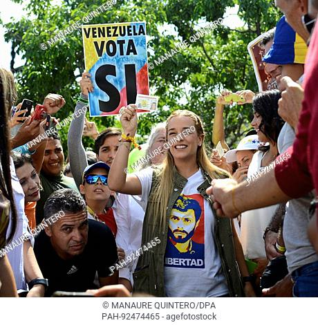 dpatop - Lilian Tintori, wife of opposition leader Leopoldo Lopez, pictured after casting her vote in Caracas, Venezuela, 16 July 2017