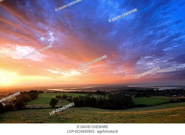 England, Gloucestershire, Newnham, Sunrise over the River Severn Horseshoe in the village of Newnham